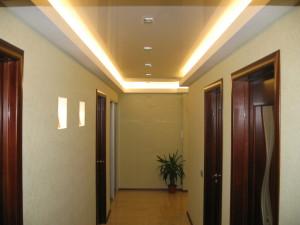 Навесной потолок в прихожей — визитная карточка квартиры